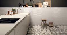 Marca Corona tiles in white body and porcelain stoneware Floor Design, Tile Design, House Design, Kitchen Flooring, Kitchen Dining, Design Your Own Home, Cuisines Design, Kitchen Interior, Home Remodeling