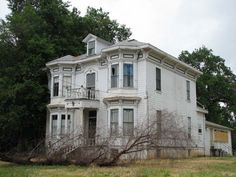 abandoned mansion..how fabulous would it be to restore this?