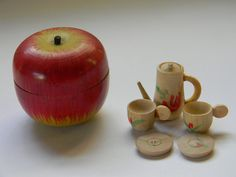 I used to have this wooden apple tea set!! I loved it! :)