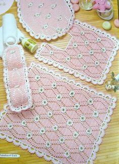 Bathroom decor with diagram, filet work Crochet Decoration, Crochet Home Decor, Crochet Crafts, Crochet Doilies, Crochet Projects, Crochet Stitches Patterns, Stitch Patterns, Knitting Patterns, Crochet Baby