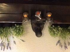 Kerstwindlichtjes omgebouwd tot paaslichtjes, kunstplantjes van Ikea, handig in donkere gang!
