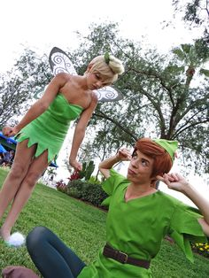 Peter Pan and Tinkerbell cosplay Disney Cosplay, Disney Costumes, Adult Costumes, Cosplay Costumes, Woman Costumes, Princess Costumes, Cute Couple Halloween Costumes, Halloween Cosplay, Halloween Outfits