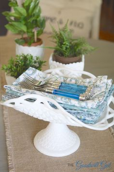 This Vintage Milk Glass Stand is perfect for holding napkins on my kitchen table. This Vintage Milk Glass Stand is perfect for holding napkins on my kitchen table… This Vintage M Antique Dishes, Vintage Dishes, Antique Glass, Vintage Glassware, Vintage Bowls, Fenton Glass, Glass Collection, Kitchen Collection, Glass Dishes