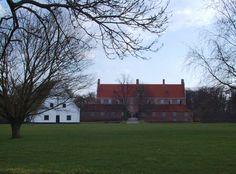 Gyldensteen Slot og   Gods- hovedgård på Fyn 3 km øst for Bogense