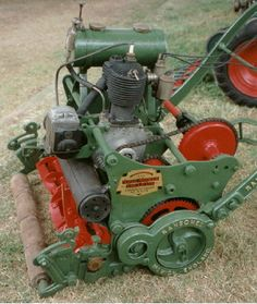 this museum includes over 400 vintage and experimental lawnmowers . Old Garden Tools, Old Tools, Lawn And Garden, Reel Lawn Mower, Lawn Mower Tractor, Vintage Tractors, Old Tractors, Lawn Tractors, Antique Tractors