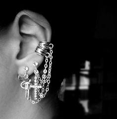 I'm crushing on ear cuffs big time. Ear Jewelry, Jewelery, Jewelry Accessories, Body Piercings, Piercing Tattoo, Lip Piercing, Ear Peircings, Jewelry Trends, Jewelry Ideas