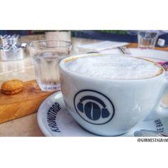Cappuccino/  Lezzetli ve kaliteli bir kahvenin verdigi haz bambaska,bu yuzden tercihimiz kronotrop kahvelerinden yana olduKronotrop kahve cekirdeklerini dogrudan ureticiden temin ediyor ve ileri kavurma teknikleriyle farklilasiyor✅Anadolu yakasi'nda bulundugumuzdan kronotrop'un kahvelerini bulabilecegimiz Trattoria Enzo'ya gidip kahvelerimizi yudumladik☕️Damaklarda bir senlik bir senlik.. Kronotrop'u ayrica Sultanahmet,Cihangir ve Maslak'ta bulabilirsiniz. #cappuccino #coffee #kahve…