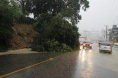 Chuvas provocadas por ciclone subtropical causam alagamentos e deslizamento em Criciúma, no Sul de SC +http://brml.co/1HxV7mp