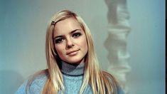 """Artista venceu o Festival da Canção em 1965 com o tema """"Poupée de cire, poupée de son"""". Morreu este domingo, aos 70 anos, em Paris, vítima de cancro. http://observador.pt/2018/01/07/morreu-france-gall-icone-da-musica-ye-ye/"""