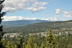 View from Pilot Butte ~ Bend, Oregon (image by J. Gauthier)
