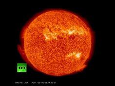Las explosiones solares de gran intensidad se llaman tormentas geomagneticas. Esta onda es muy peligrosa ya que, si llega a la Tierra y su campo magnético está orientado al sur, puede dañar los circuitos eléctricos, los transformadores y los sistemas de comunicación, además de reducir el campo magnético de la Tierra por un período. Cuando esto ocurre, se dice que hay una tormenta solar. Sin embargo, si está orientado al norte, rebotará inofensivamente en la magnetosfera.