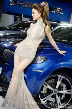 Li Ying Zhi Diamond-Studded Dress at Beijing Auto Show 2012 3