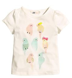 Shop kids clothing and baby clothes at H&M – We offer a wide selection of children's clothing at the best price. Jersey Shirt, Little Fashion, Kids Fashion, Kids Girls, Baby Kids, Luxury Kids Clothes, Kids Graphics, Kid Shoes, Online Shopping Clothes