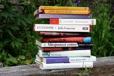 RunoTalon voimapuutarha: TOP 10 lempikirjani / Valitsin 10 lempikirjaani kirjahyllystä. Jos lomailet, voit poiketa kirjastoon tai kirja-aleen noutamaan kiinnostavaa lukemista. Siis jos olet kiinnostunut samoista asioista kuin minä. Olen ammentanut paljon inspiraatiota näistä kirjoista.