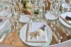 Mise en place per matrimoni. Allestimento per matrimonio con tavolo a specchio. Preludio Noleggio, attrezzature per catering eventi.  Wedding table setting for your wedding in Italy.