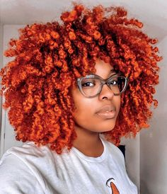 40 easy and simple natural hairstyles for black women featuring afro hairstyles, twist outs for natural hair, space buns, silk presses & more. Dyed Natural Hair, Natural Hair Care Tips, Natural Hair Styles, Short Hair Styles, Natural Hair With Color, Natural Life, Black Women Hairstyles, Curled Hairstyles, Side Braid With Curls
