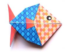 Here is an origami model for a fish perfect for April's fool day! You can color your fish online, print the model, fold it and of course hang it on the back of an unsuspecting friend or relative! Easy Crafts For Kids, Diy For Kids, Diy And Crafts, Paper Crafts, Origami Paper Art, Origami Fish, Poisson D'avril Origami, Club Couture, Fish Model