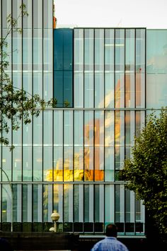 The Catalan Institute of Economists - Barcelona, Spain - 2013 by Roldán+Berengué Arquitectos Building Exterior, Building Design, Mall Facade, Glass Curtain Wall, Glass Facades, Facade Design, Facade Architecture, Urban Planning, Beautiful Buildings