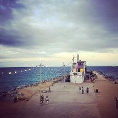 #cloudysky #sundaymood #powerwalk #barcelona #beachlife #boardwalk #mediterraneansea #septemberfeelings #elboo (på/i Platja de la Mar Bella)