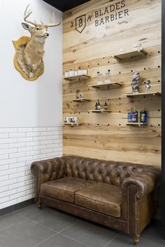 #Barbershop - Blades Barbier - Retail - Black - Wood - Grooming -moto - Metro tile - Vintage - Display www.parka-architecture.com