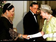 HM in the pearl version of the Vlad, with Queen Sirikit of Thailand in her one of her diamond tiaras