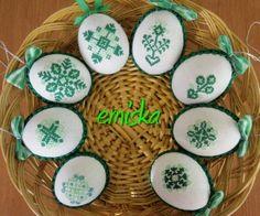 vyšívané kraslice Cross Stitch Embroidery, Embroidery Patterns, Cross Stitch Patterns, Easter Crochet Patterns, Egg Tree, Easter Cross, Cross Stitch Finishing, Egg Shape, Egg Decorating