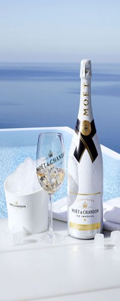 My absolute favorite! Champagne with a twist! This Moet Imperial bottle is meant to be served over ice! The perfect way to cool down on the water. Champagne France, Champagne Bar, Vintage Champagne, Champagne Bottles, Vodka Bottle, Cocktail Drinks, Fun Drinks, Cocktails, Alcoholic Drinks