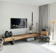 De Samsung The Frame televisie boven een meubel van oude spoorbielzen. The Samsung The Frame television above a piece of furniture from old railway sleepers. Home Interior Design, Home And Living, Room Design, House Interior, Home Living Room, Home, Home Furniture, Home Decor, Room Interior