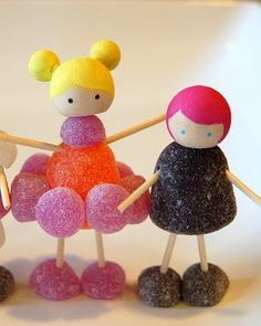 This lady is sooo crafty! I'm thinkin' gingerbread house people GUMDROP PEOPLE and game printable!