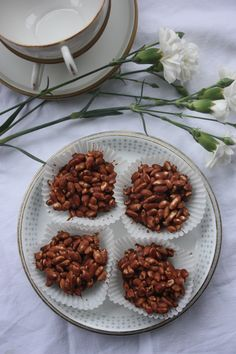 Norwegian Christmas, Chocolate Sweets, Winter Holidays, Almond, Food And Drink, Cooking Recipes, Baking, Relax, Cakes