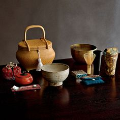 嘉門工藝 樹木希林好みの茶籠(魯山人茶碗) Aイメージ Japan Design, Japanese Tea House, Japanese Tea Set, Asian Dinnerware, Korean Tea, Tea Lounge, Ceramic Cups, Porcelain Ceramic, Japanese Tea Ceremony