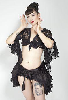 Burlesque-Spitzenbolero-Jäckchen-Evita-mit Trompetenärmeln