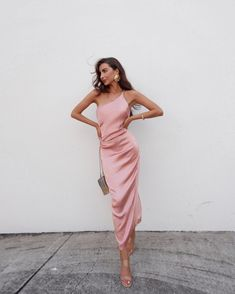 Tienna Dress - Blush - Petal & Pup USA - The Effective Pictures We Offer You About edgy outfits A quality picture can tell you many things. Dresses Elegant, Satin Dresses, Pretty Dresses, Women's Dresses, Dress Outfits, Evening Dresses, Fashion Dresses, Dress Up, Gowns