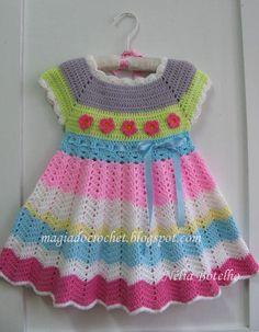 Minhas amigas   Continuando com os vestidos em crochet para as princesinhas mais um modelo como os anteriores mas agora para cerca de 12...