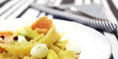 Vídeo-receita: massa com queijo de cabra, salmão defumado e abobrinha | DigaMaria