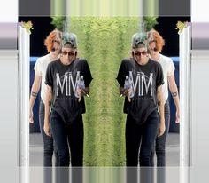 Kristen Stewart Visitando Amigos Em Sherman Oaks – 12/07/2014 Kristen Stewart foi fotografada quando saía da casa de amigos, em Sherman Oaks, Califórnia, 12 de julho. Kristen estava acompanhada da amiga Alicia Cargile. Confira as fotos: