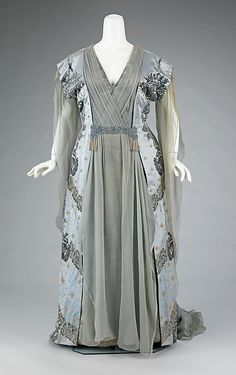 Tea gown, circa 1910. This was worn by the wife of one of the great American bankers of the 19th century, J.P. Morgan, Jr. (1867-1943). It exemplifies the grandeur of Worth clothing among wealthy Americans, who aspired to be associated with European royalty.
