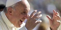 """#MEMORIA Julio Blanck en """"Clarín"""". La mayoría de los sindicalistas argentinos que llegan al Vaticano hablarán contra el acuerdo de reforma laboral, buscan contrastar al gobierno """"agarrándose a la sotana del Papa"""""""