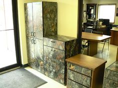 TPL: Gallery: Camo Furniture for the man cave! Rustic Cabin Decor, Lodge Decor, Camo Furniture, Hunting Home Decor, Camo Rooms, Making Ideas, Easy Decorations, Decor Ideas, Camo Stuff