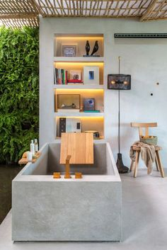 Casa Cor Tropical Loft by Gisele Taranto Arquitetura Best Interior Paint, Luxury Interior Design, Interior Architecture, Loft Design, House Design, Home Deco, Best Bathroom Plants, Concrete Bathtub, Relaxation Room