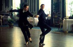 Rudolph Noureev (Valentino) et Anthony Dowell (Vaslav Nijinsky) dans Valentino. © Metro-Goldwyn-Mayer Inc.