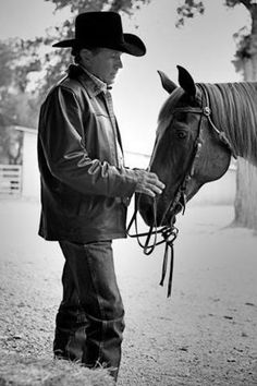 Beautiful photo of George Strait & his horse.