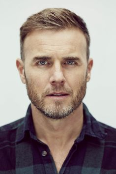 Was für eine Sahneschnitte! I was never really a fan of the band, liked the music and loved Gary Barlow - and as the years go by, he looks even better! Hairstyles Haircuts, Haircuts For Men, Short Hair Cuts, Short Hair Styles, Men Short Hair, High And Tight Haircut, Gary Barlow, Great Beards, Handsome Faces