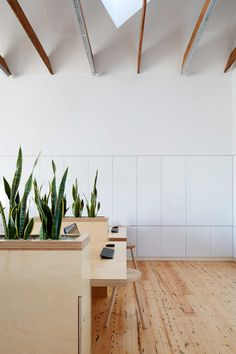 Image 23 of 41 from gallery of Birkenstock Australia / Melbourne Design Studios. Photograph by Peter Clarke Modern Interior, Home Interior Design, Interior Architecture, Interior And Exterior, Interior Decorating, Bar Design, Life Design, House Design, Design Studio Office