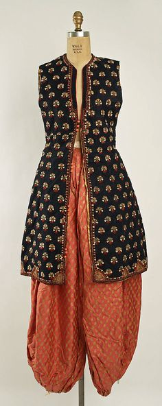 """VanderBiltmore Style"": Fancy dress costume Date: ca. 1925 Culture: American Medium: [no medium available]. Historical Costume, Historical Clothing, Indian Attire, Indian Wear, Indian Dresses, Indian Outfits, Hippie Style, Costume Institute, Mode Vintage"