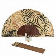 Abanico batik seda estampado leopardo beige Hand Fans, Hands, Alonso, Painted Fan, Objects, Beanies, Paint, Silk, Hand Fan