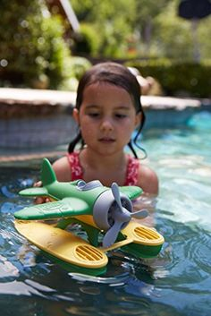 Green Toys Seaplane in Green Color - BPA Free, Phthalate Free Floatplane for Improving Pincers Grip. Toys and Games Baby Bath Toys, Green Toys, Best Kids Toys, Old Christmas, Water Toys, Toddler Toys, Toys For Girls, Kids And Parenting, Parenting Advice