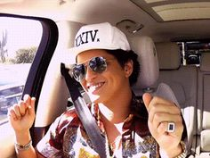Bruno Mars with James Corden Bruno Mars Music, Mars Wallpaper, Smile Gif, Perfect Music, Drag King, Prince Royce, Ideal Man, Charlie Puth, Celebrity News