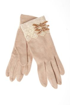 Bundle Up and Look Great for the Cooler Fall Weather! Vintage Gloves, Vintage Bags, Vintage Dresses, Vintage Outfits, Mitten Gloves, Mittens, Winter Accessories, Fashion Accessories, Hand Socks