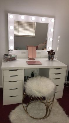 Small Dream Vanity Horizontal Small 32 x 38 Frame (Frame/mirror/bulbs included- we only sell the mirrors) Horizontal: 11 bulbs (dimmable, year lifespan, do not break, no heat) Dimmer & Dual Outlets/USB ports ***PLEASE READ OUR ABOUT US SECTI Cute Bedroom Ideas, Cute Room Decor, Room Ideas Bedroom, Teen Room Decor, Small Room Bedroom, Girls Bedroom, Bedroom Ideas For Small Rooms For Teens, Teenage Bedrooms, Diy Bedroom